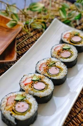 魚肉ソーセージが入った、コスパ抜群のキンパ。彩りも可愛らしいからお子さんにも人気です。