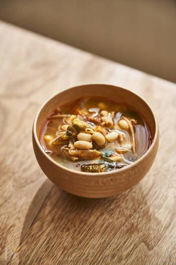 豚バラ肉、キムチ、大豆がっ入った、栄養たっぷりで食べ応え満点のチゲスープ。このスープとご飯さえあれば、満足な献立になります。