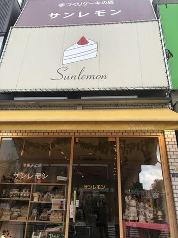 東京スカイツリーのすぐそばの大通り沿いにある「サンレモン」は、今年で開業21年を迎える洋菓子店。アットホームな手作りケーキが評判です。