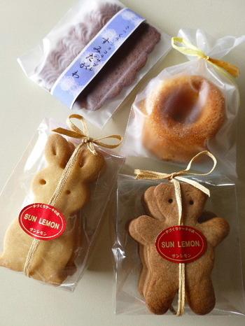 ちょっとした手土産に焼き菓子も人気。キュートなうさぎのクッキーや小さなドーナツは、お子さんへのプレゼントにも良いですね。