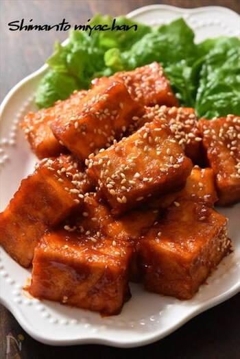 厚揚げを使って短時間&低コストで出来るヤンニョムチキン風。コスパの良さと美味しさのバランスが絶妙。