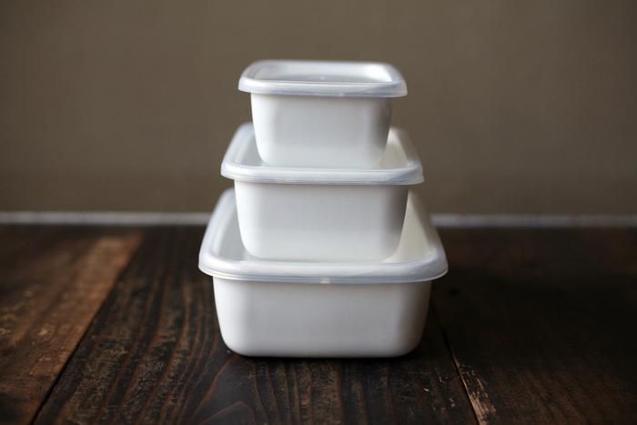 日本を代表する琺瑯と言えば「野田琺瑯」と言われるほど、多くの人から愛されている琺瑯製の保存容器。直火やオーブンにかけられるので、冷蔵庫から出してそのまま温め直しや調理ができ便利です。