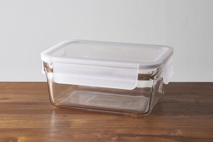 強化耐熱ガラスの「グラスロック」はオーブンウェアと保存容器の二役をこなす優れモノ。-20℃の冷凍から+230℃のオーブン加熱まで対応OKなので、冷蔵庫に保管しておいた食品をそのまま温めなおすことができます。