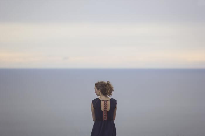 まずは心配するそぶりなど見せずに気持ちよく後押しすることが、信頼のひと声の大きな役割です。それは、失敗を恐れずに前へ進むための大きな力になるはずです。たったひと声、されどひと声。その影響力は計り知れないのかもしれません。