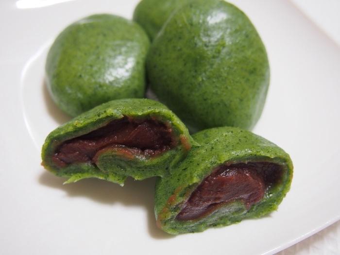 丸い形の「あん入り」には、北海道産の小豆餡がたっぷり。「あん入り」「あんなし」どちらも保存料を使っていないので、当日が賞味期限。そんな貴重さも手土産に喜ばれそう。
