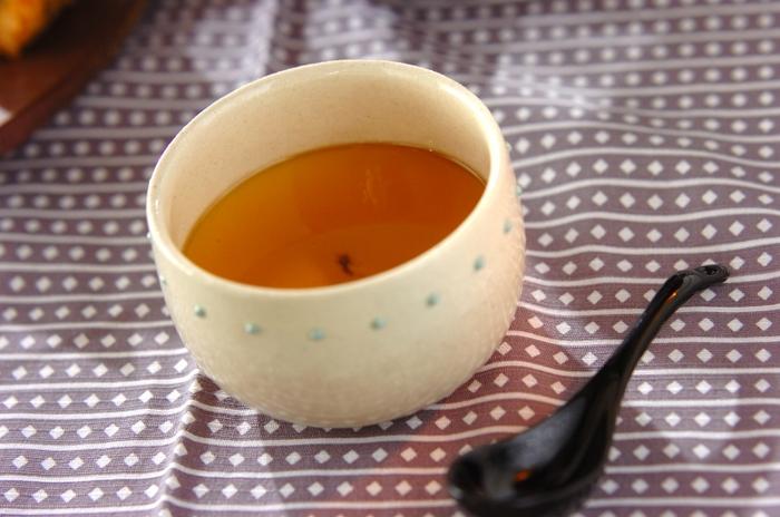 和風スイーツもおすすめ。コクのあるまろやかな甘みの黒糖ソースの豆乳プリンです。お口の中でふわっととろけます。