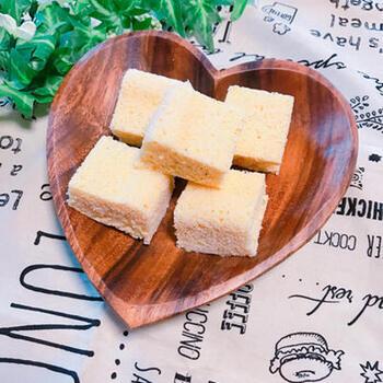 手軽なおからパウダーを使って、レンジで3分でできるおからパン。食物繊維やカルシウムも豊富で、健康的なダイエットに役立ちそうです。