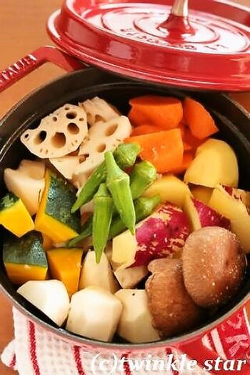 調理法は、炒めたり揚げたりするよりも、蒸す・ゆでる・煮るなどの方法がおすすめ。油をあまり使わず、カロリーを抑えることができます。蒸し野菜などのドレッシングも、なるべくさっぱりと仕上げましょう。