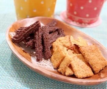 小麦ブラン(ふすま)は、小麦の外皮。食物繊維をはじめ、鉄分・カリウム・マグネシウムなどのミネラルも含んでいます。できるだけ薄くしてカリッと焼き上げるのがおいしさの秘訣のようです。