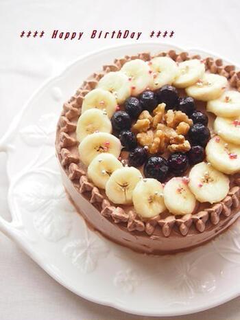 チョコレートの代わりに、ココアを使ったチョコレートクリームがポイント。その分カロリーも抑えられ、軽い食感になります。デコレーションも美しく、誕生日やクリスマスケーキとしてもおすすめです。
