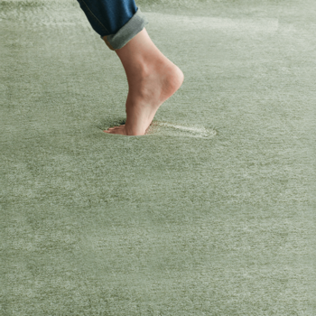 重量床衝撃音は、構造自体に防音対策をすることが理想的ですが、軽量床衝撃音は市販の防音マットやカーペットなどで軽減されることがあります。