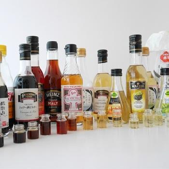 バルサミコ酢や同じくブドウを原料に使っているワインビネガーは高温多湿が苦手な調味料。そのため、開封したバルサミコ酢の保存場所は、冷蔵庫が適しています。