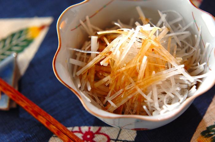 名前のとおり、大根のみを使ったサラダです。千切りにした大根に、ドレッシングをかけたら完成。ドレッシングにすだちを入れているのがさわやかな香りになるポイントです。