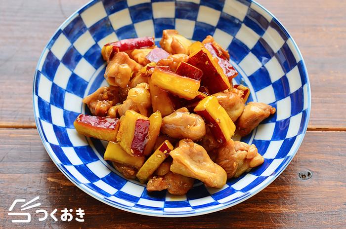 鶏もも肉とさつまいもを甘辛く炒め合わせる。ただそれだけでご飯もお酒も進む絶品料理ができちゃう凄さ。さつまいもって本当にいい役者なんです。基本のレシピを覚えて置けば、色々と発展させることも可能です。コチュジャンや豆板醤を足したスパイシーバージョンも美味しいですよ。