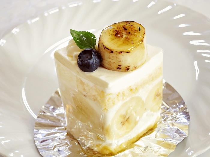 バナナをふんだんに使った「焼きばななっ子」は、クリームよりもバナナの味が全面に伝わるショートケーキ。クリームとスポンジ、バナナのバランスが計算された、バナナ好きさんもうなるおいしさです。