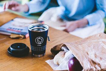 北欧好きならご存知の方も多いはず。デンマーク初のイヤマちゃんのイラストが描かれた、コーヒーカップ型のタンブラーです。