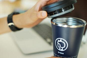 コーヒーカップ型でありながら、実は真空性に優れています。キュッとしっかり蓋を閉めれば、カバンの中に入れても大丈夫。漏れることがありません。