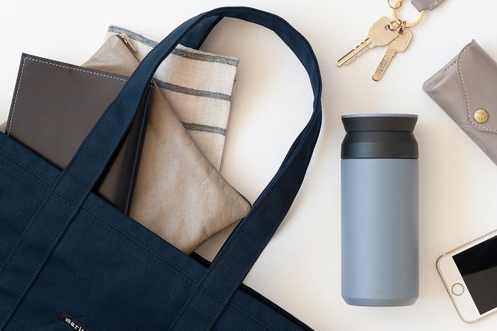 カフェで一杯400円のコーヒーを購入することを考えると、自宅でコーヒーや紅茶を淹れて持参すれば、お財布にも優しく、節約家の方へGOOD。コーヒーや紅茶は自分好みの味にカスタマイズして、お砂糖やミルクの量も調整し放題なので、お得感も増しますね。
