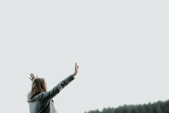 自分さえ動き出せば、いくらでも自分は変えられます。まずは自分の本当の気持ちを知り、受け止めましょう。そして、新しい未来に向かって一歩前へ踏み出してみませんか?