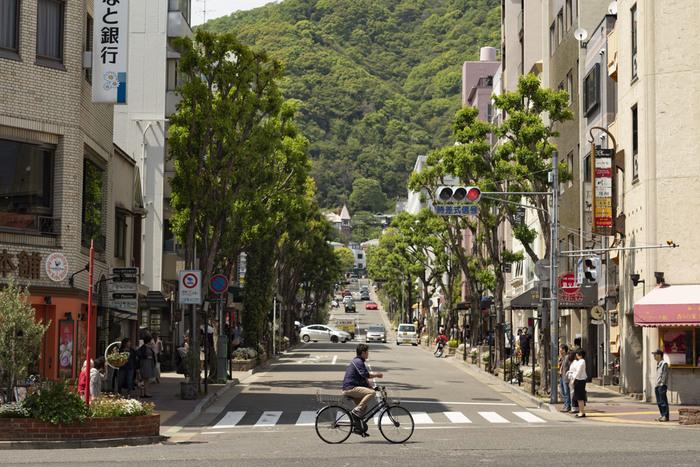北野エリアとは、兵庫県の県庁所在地が置かれている神戸市中央区の山の手にあたり、明治初期までは「北野村」として存在していた場所の最北端部分となります。