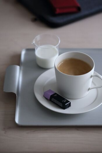 コーヒーに添えるミルクにも片口は活用できます。ガラスの小さな片口にミルクを入れると、とても上品な雰囲気。洗練されたおうちカフェが実現します。