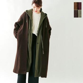 ミリタリーとボアを組み合わせた進化系コート。ジーンズ&セーターみたいなシンプルスタイルにさっと羽織るだけでおしゃれに見えるのが嬉しいですね。