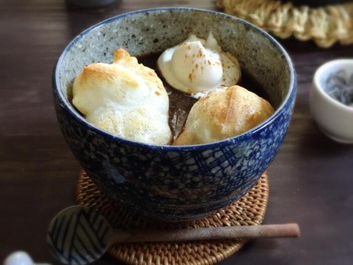 抹茶の和風のおしるこも良いけど、こちらはコーヒー好きな方に特に喜ばれそうな「あん生コーヒー汁粉」。つぶあん、インスタントコーヒー、ホイップクリームなどで作る洋風のおしるこは、冬の洋食ランチ後のデザートにも良いかも。