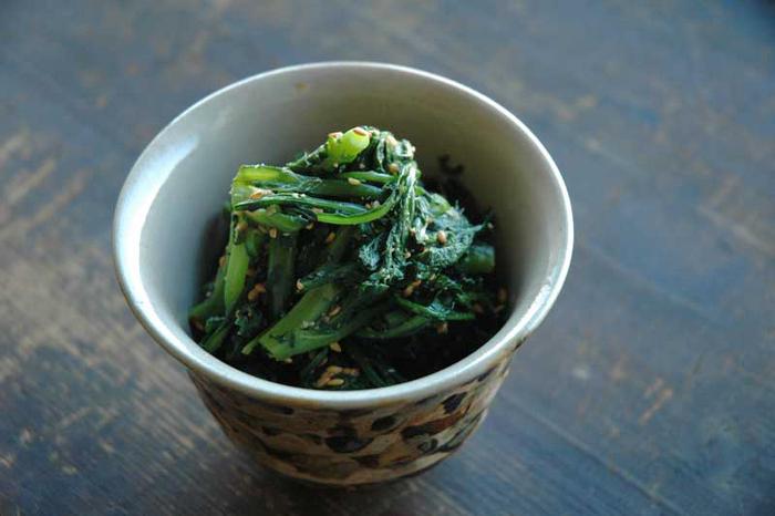 風味の強い春菊には、同じく香りの強い胡麻が合うのだとか。シンプルですが、春菊の美味しさを存分に味わえる1品です。