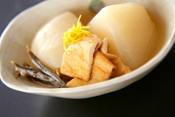 京都の大根を使ってつくる、ほっこり体のあたたまるおばんざい。たくさん炊いて、次の日に温めなおして食べてもおいしいですよ。