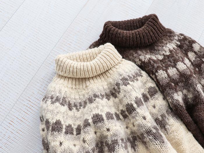 冬ファッションの定番アイテムといえば、暖かくて着心地の良いニット製品が欠かせませんよね。 そんなお気に入りのニットをできるだけ長く、大切に着続けるためには、それぞれの素材に適したお手入れ方法を知ることも大切です。 洋服ブラシやウール専用の洗濯洗剤など、さっそく毎日のニットケアに様々なアイテムを活用してみませんか?