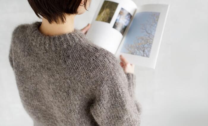 秋冬ファッションの定番と言えば、セーターやカーディガンなどのニット製品ですよね。暖かくて着心地の良いお気に入りのニットは、できるだけ長く大切に着続けたいもの。 ニットと一口に言っても色々なデザインのものがありますが、今回はウールやカシミヤなど、それぞれの「素材」の特徴とお手入れ方法をご紹介します。