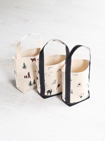 「TEMBEA(テンベア)」のトートバッグは、日本国内の職人さんが手作業で丁寧に作った上質な品。テンベアでも人気の高いバゲットトートは無地の他にも、クマやネコなど愛らしいイラストが描かれたデザインがあります。ゆるっとした雰囲気に思わず癒されます。デザインだけでなく、特殊ワックス加工によって撥水性や強度にも優れた頼れるトートバッグです。