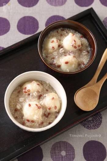 同じくお豆腐から作る白玉ですが、こちらは木綿豆腐と白玉粉から作ります。さらにぜんざいには雑穀が入り、プチプチの食感も楽しめるヘルシーなぜんざいに仕上がります。