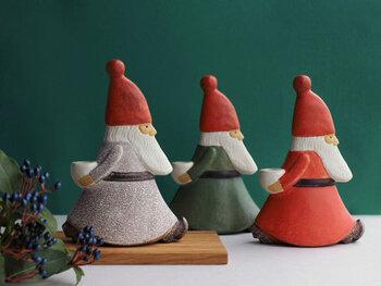 スウェーデンの陶芸アーティスト「リサ・ラーソン」が手掛けたサンタのキャンドルスタンド。クリスマスシーズンで忙しくしているサンタさんの様子を「ストレスサンタ」と名付けているのがとってもユニークですよね♪ 部屋の中や玄関など、置くだけでクリスマス気分がアップするキャンドルスタンドです。