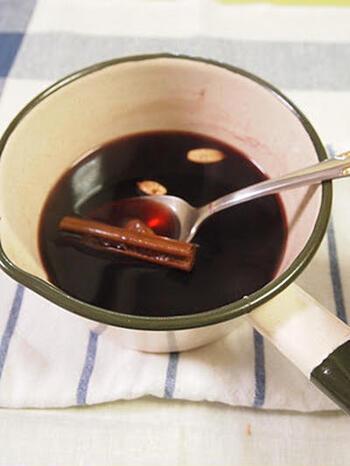 「Glögg(グロッグ)」とは、スパイス入りのホットワインのこと。芯から身体が温まる、クリスマスのマストドリンク♪