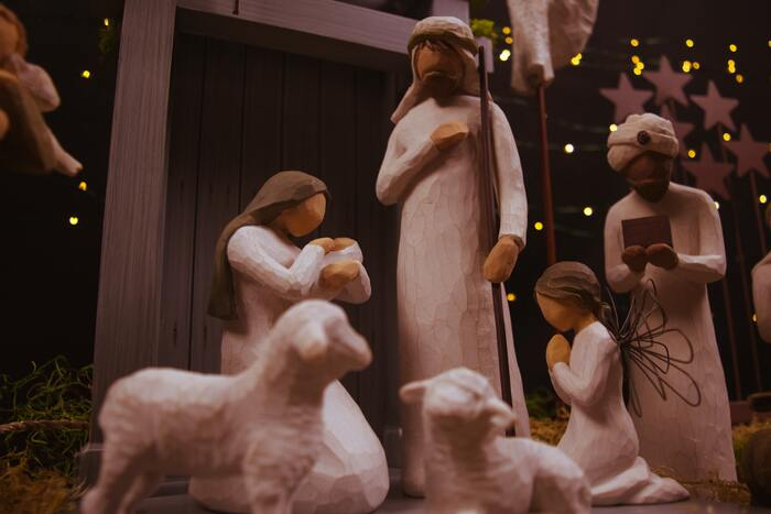 """毎年12月13日に行われる、スウェーデンの伝統行事「ルシア祭」。スウェーデン以外でも伝統行事として親しまれている国も多いそうです。スウェーデンでは、クリスマス前の""""聖なる日""""として、12月13日は教会に多くの人が集います。"""