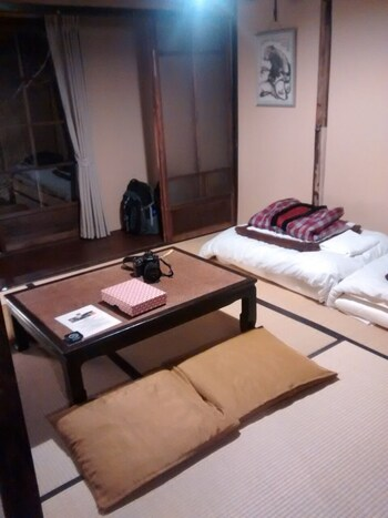 個室はなんと14部屋!洗面&お手洗い付きや、町屋らしい虫籠窓(むしこまど)や縁側付き、秘密基地のような屋根裏部屋、モダンな洋室タイプも魅力的◎どの部屋も日本の情緒的な魅力を発見できます。もちろん男女混合ドミトリー、女性専用ドミトリーもありますよ♪