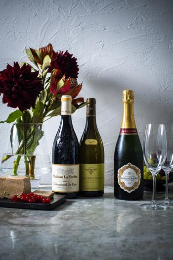 【DEAN & DELUCA】にはワインやシャンパン、そしてお酒のお供にぴったりの食材もたくさんあります。続いては、お店こだわりのハムやチーズについてご紹介しましょう。