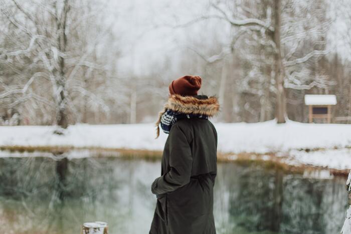 """どんな服装であっても身に着けられるマストアイテム、それは""""腹巻き""""です。体の中心であるお腹周りをしっかりと暖めることは、手足の末端まで血流を良くすることにもつながっています。"""