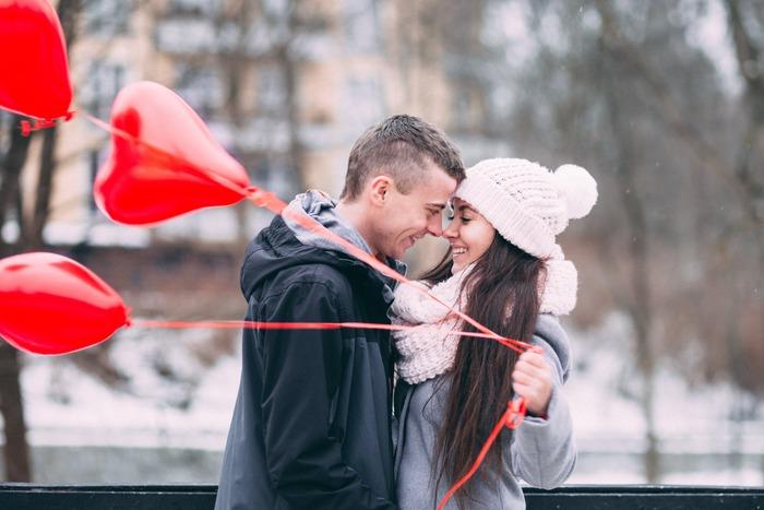 クリスマスが近くなると観たくなってしまう映画「ラブ・アクチュアリー」。19人の恋愛模様をオムニバス形式で静かにロマンティックに、ときにコミカルに描いています。豪華キャストにも注目の作品です。
