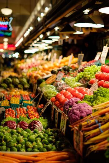 輸送コストのかからない、地元産の食材を購入することも大切です。旬の食材、地元で採れた食材を使うことは、栄養学的に見ても理想的です。