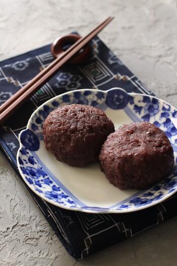 甘さ控えめで小豆の美味しさが口いっぱいに広がる手作りおはぎ。たくさん作ってお裾分けしたくなりますね。