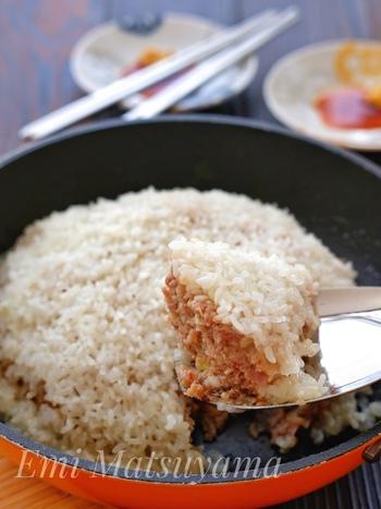 ビッグサイズのもち米シュウマイ。ホームパーティーでみんなでワイワイしながら切り分けて食べると盛り上がりそうですね。