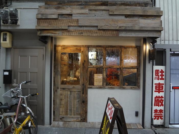 大阪に来たら「いっぺんくらいはココに行かなアカンよね」。日本一長い商店街、天神橋筋商店街にあるのが『ハッピーキャンパーベーグル』です。