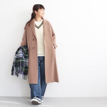 また、ウールコートも明るいカラーを選ぶことで、春先まで着ることができます。冬のコートはとにかくかさばるので収納も大変ですよね。できるだけ着まわせるものを選ぶと良いでしょう。