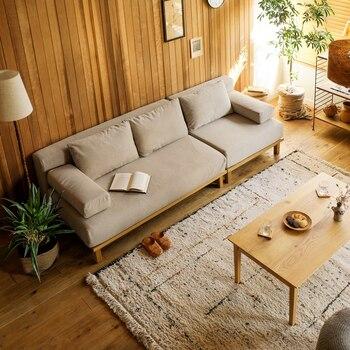 ベージュソファにアイボリーを合わせれば、明るく軽やかなインテリアに。お部屋を広く見せてくれる効果も期待できるので、狭い空間にもおすすめです。