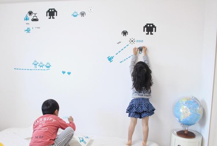 お部屋の一部にお子さんの好きなキャラクターやモチーフを取り入れるのもおすすめ。最近では、ウォールステッカーやインテリアにもなじむキャラクター小物なども多数展開されています。