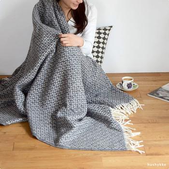光熱費の節約のためにも、暖房の温度を上げる前にまず効率よく身体を温めたいものです。寒い冬でもお家の中で快適に暖かく過ごせる、あったかアイテムをご紹介します。