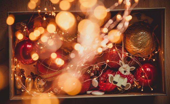 クリスマス映画の定番「クリスマスキャロル」。1843年に出版されたイギリスの文豪・ディケンズの小説を映画化した作品です。1951年に始めてアメリカで映画化されて現在までに9作品が制作されています。このクリスマスキャロルは1970年にイギリスで制作された映画で根強い人気を誇っています。