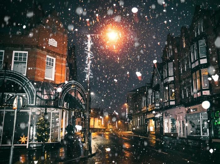 主題歌は名曲「ホワイト・クリスマス」です。音楽やダンスがとにかく素晴らしく、一度は見ておきたいミュージカル映画の名作です。